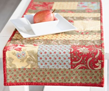 Terrific Free Table Runner Patterns Allpeoplequilt Com Home Interior And Landscaping Eliaenasavecom