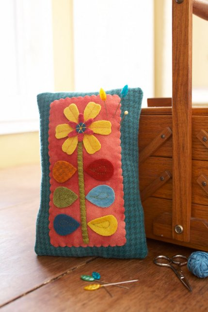 Wool and Whimsy & Free Pincushion Patterns   AllPeopleQuilt.com pillowsntoast.com