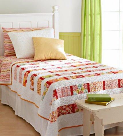 Free Fat Quarter-Friendly Quilt Patterns | AllPeopleQuilt.com : toddler bed quilt pattern - Adamdwight.com