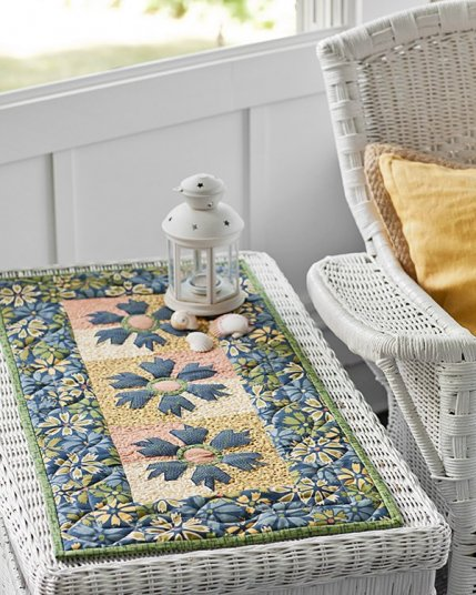 Flower machine appliqu quilts for Round table runner quilt pattern